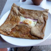 Crepes were popular fare for lunches along the way.
