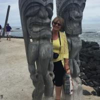 Sally between Tikis in Kona